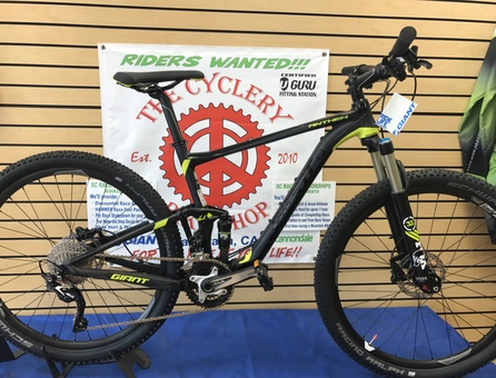 closeout bikes, 2016 Giant Anthem 27.5 2, closeout bicycles
