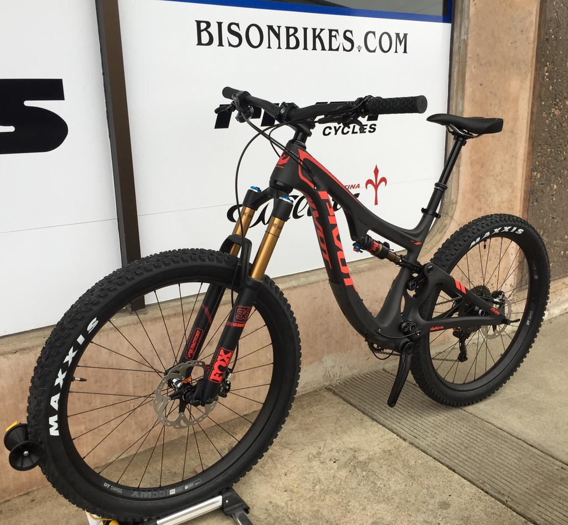 2017 Pivot SWITCHBLADE 27.5+ XT/XTR PRO 1X (COMES WITH DROPPER POST, XT TRAIL SPD PEDALS & $250 ACCESS CREDIT)  Medium
