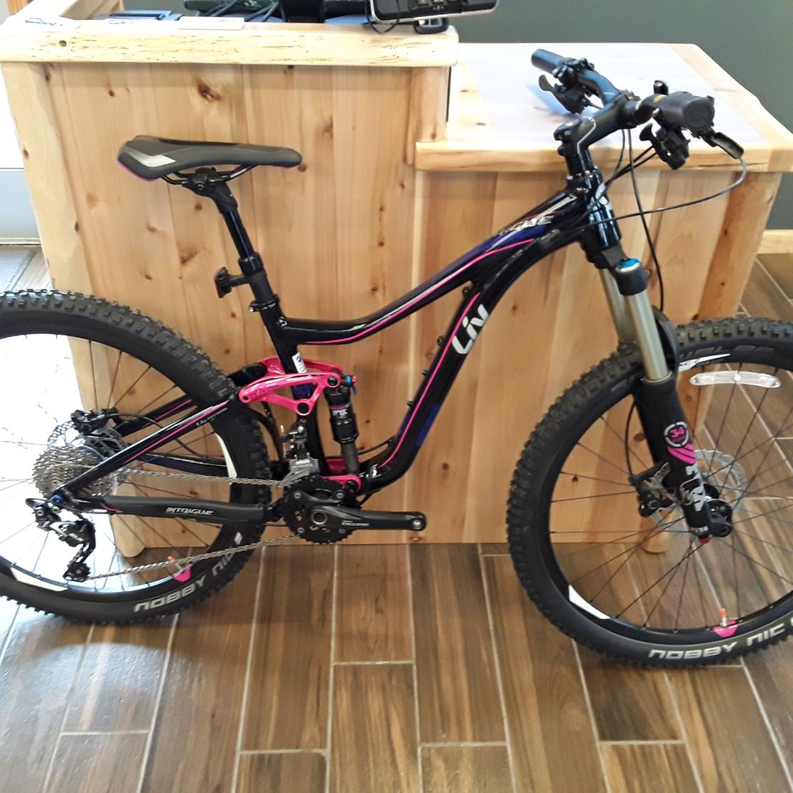 2016 Giant Intrigue 1 Small
